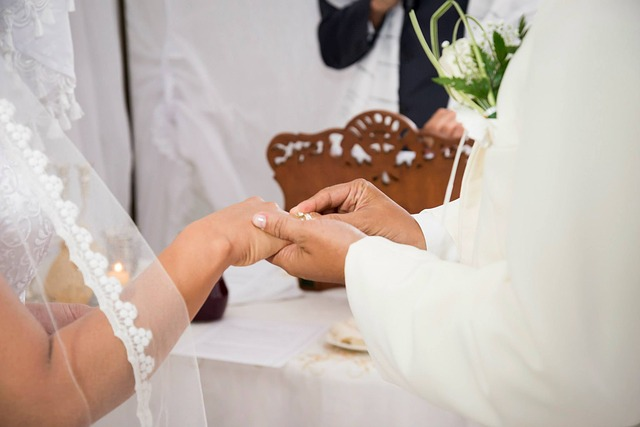 marriage-447320_640