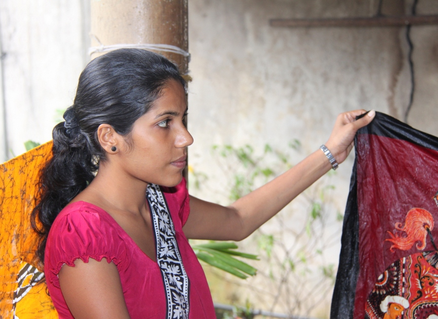 Woman_in_Kandy_with_batik_Sri_Lanka