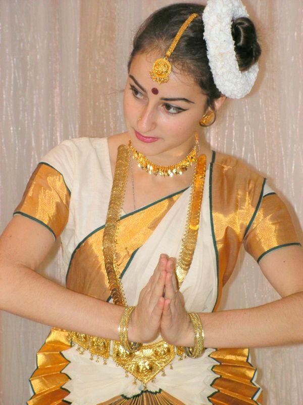 Dancer_in_Sari