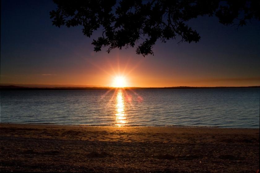 Beach_Sunset_at_Point_Chevalier_Beach_-_Auckland