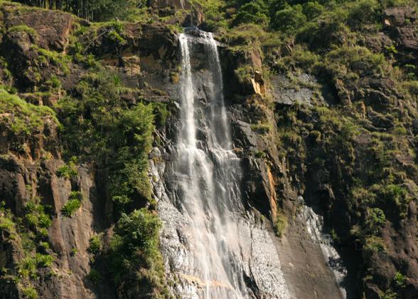 bambarakanda_waterfalls