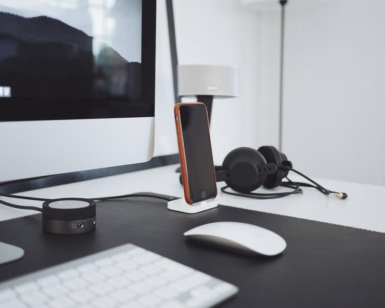 Computer Headphones Apple Desk Iphone Keyboard