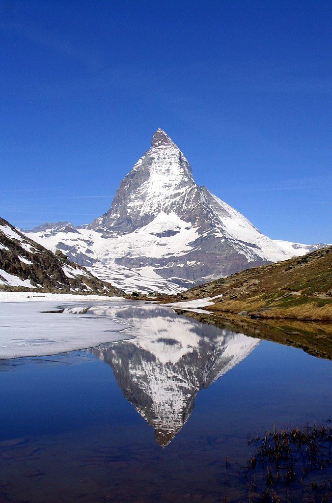 Matterhorn_Riffelsee_2005-06-11