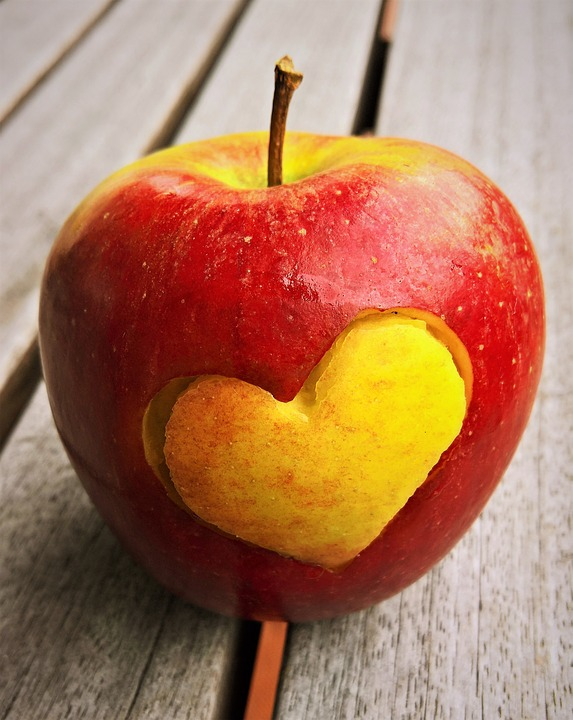 Braeburn Heart Eat Fruit Red Yellow Apple